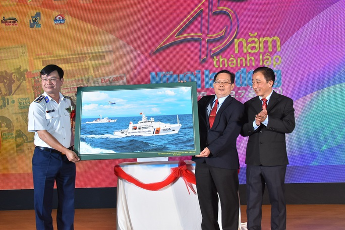 Báo Người Lao Động ký kết Quy chế phối hợp với Bộ Tư lệnh Cảnh sát Biển - Ảnh 7.