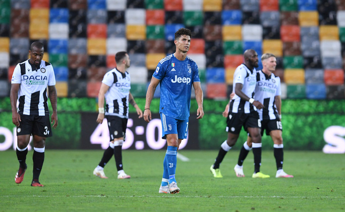 Thua sốc đối thủ lo trụ hạng, Juventus sắp mất ngôi Serie A - Ảnh 7.