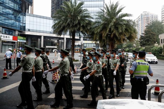 Trung Quốc tuyên bố không bỏ qua việc Mỹ phá khóa tổng lãnh sự quán ở Houston - Ảnh 9.