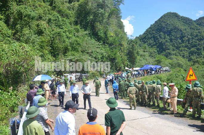Cận cảnh vụ tai nạn thảm khốc ở khu vực VQG Phong Nha – Kẻ Bàng (Quảng Bình) khiến ít nhất 13 người tử vong - Ảnh 2.