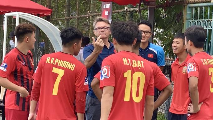Phù thủy trắng Philippe Troussier chọn 4 cầu thủ trẻ HAGL đang cho CAND mượn lên U19 Việt Nam - Ảnh 1.