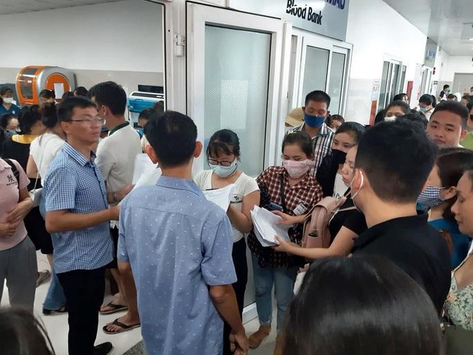 Rừng người đến bệnh viện hiến 230 đơn vị máu cứu 21 nạn nhân vụ tai nạn thảm khốc ở Quảng Bình - Ảnh 4.