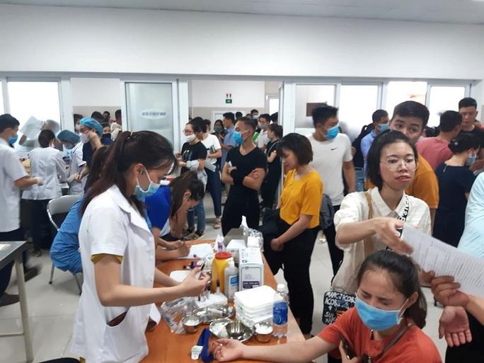 Rừng người đến bệnh viện hiến 230 đơn vị máu cứu 21 nạn nhân vụ tai nạn thảm khốc ở Quảng Bình - Ảnh 2.