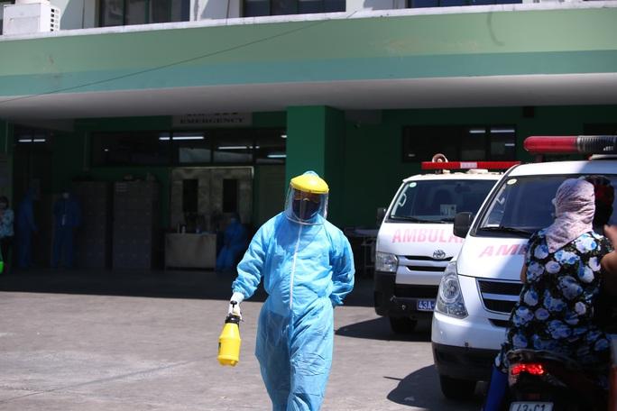 NÓNG: Đà Nẵng chính thức cách ly xã hội tại 6 quận, phong tỏa 3 bệnh viện - Ảnh 1.