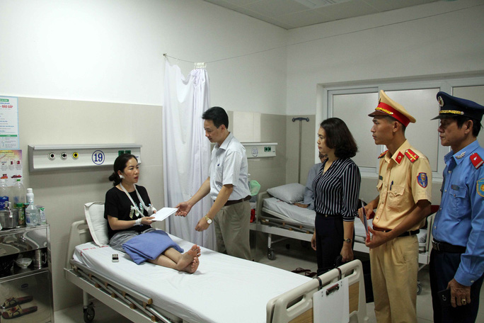 Nhiều lãnh đạo, cán bộ của Quảng Bình tử vong trong vụ lật xe thảm khốc - Ảnh 1.