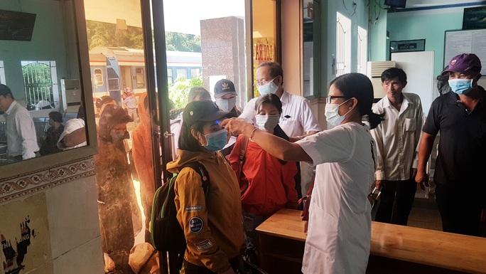 Bình Định công bố kết quả xét nghiệm 2 người dự tiệc cưới ở Đà Nẵng - Ảnh 1.