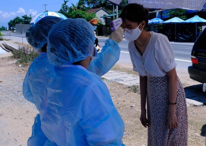Bệnh nhân mắc Covid-19 ở Quảng Ngãi sốt nhẹ - Ảnh 2.