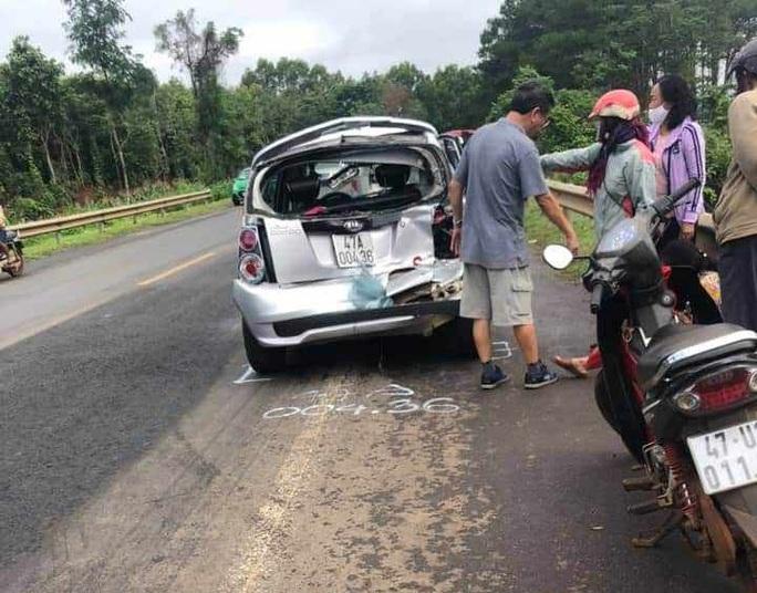 Tai nạn liên hoàn trên đường Hồ Chí Minh, nhiều xe lật, bẹp dúm - Ảnh 3.