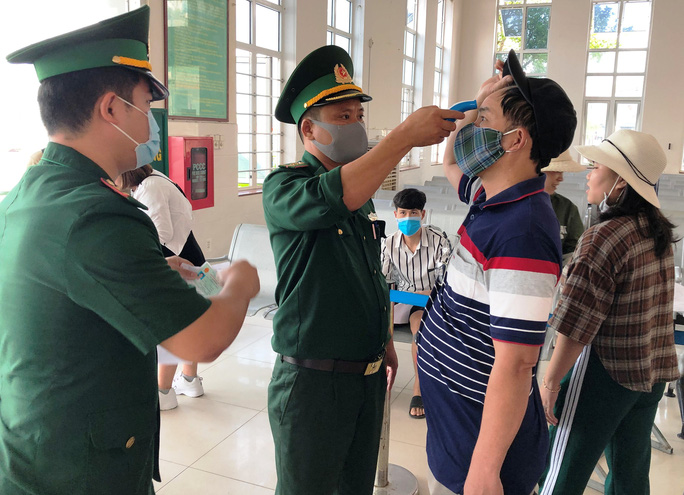 Hơn 2.600 du khách rời Lý Sơn khi Quảng Ngãi có 1 ca mắc Covid-19 - Ảnh 2.