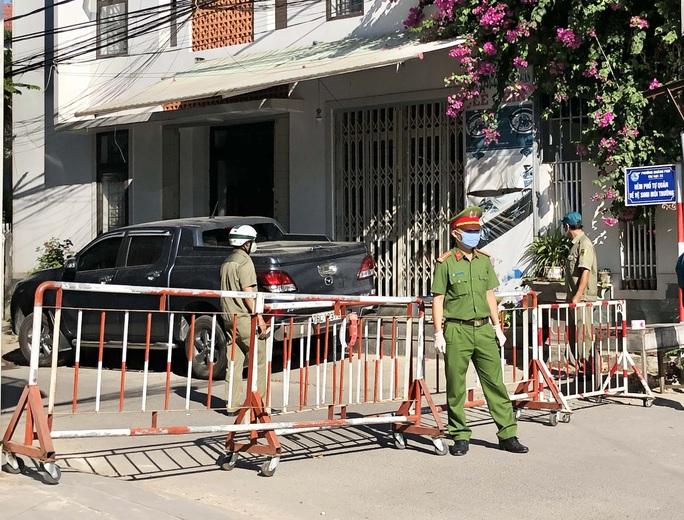 Quảng Ngãi phong tỏa khu vực nhà bệnh nhân 419, Bình Định kiểm soát chặt người nơi khác đến - Ảnh 3.