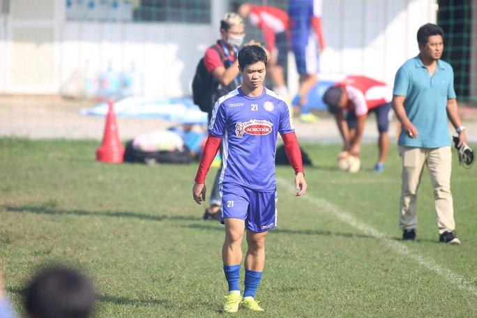 Thủ môn Bùi Tiến Dũng cáo bệnh trong ngày CLB TP HCM ra mắt tân trợ lý Nguyễn Minh Phương - Ảnh 3.
