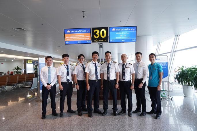 Bên trong chuyến bay đặc biệt đón 120 bệnh nhân Covid-19 từ Guinea Xích đạo về nước - Ảnh 11.