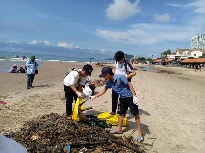 Cận cảnh 800 người  giải cứu bãi biển Vũng Tàu - Ảnh 2.