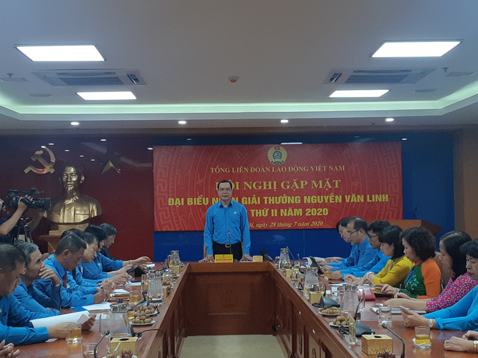 Lãnh đạo Tổng LĐLĐ Việt Nam gặp mặt 10 cán bộ Công đoàn nhận Giải thưởng Nguyễn Văn Linh lần thứ II-2020 - Ảnh 1.