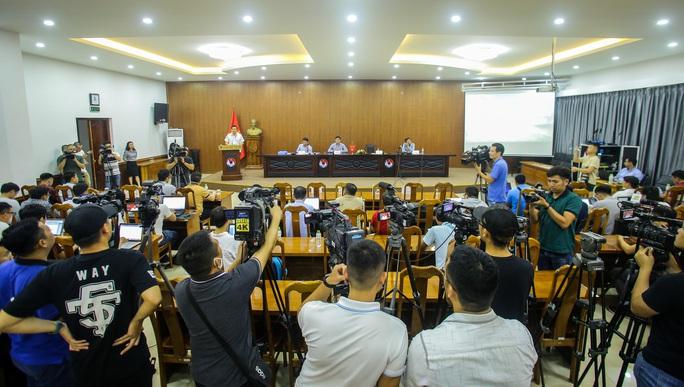 Trưởng ban trọng tài xin lỗi về những sự cố trong các trận ở V-League 2020 - Ảnh 1.
