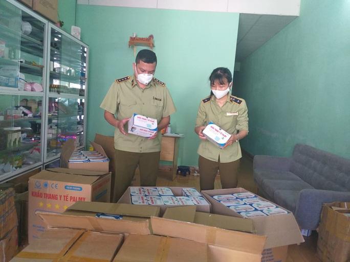 Đà Nẵng: Thu giữ hơn 22.000 khẩu trang y tế không nguồn gốc - Ảnh 1.