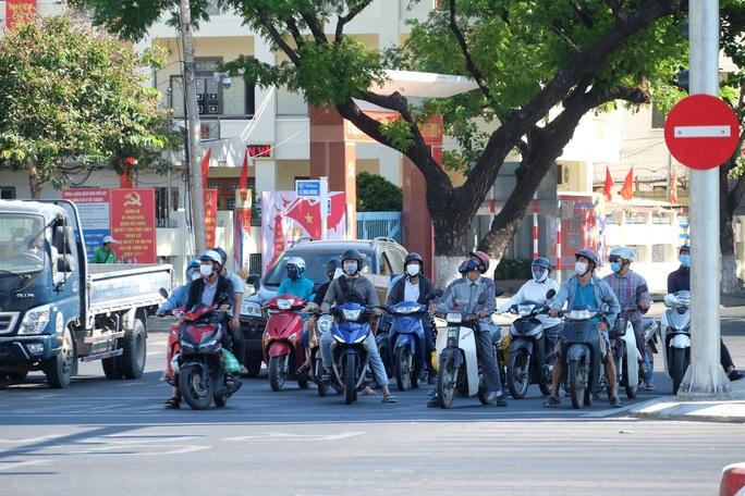 Người chạy thận lao đao trong ngày đầu Bệnh viện Đà Nẵng phong tỏa hoàn toàn - Ảnh 12.