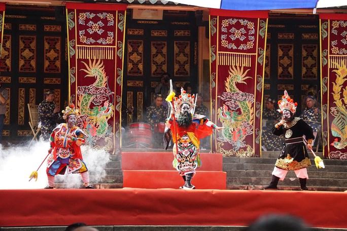 NSND Ngọc Giàu: Một nghệ sĩ đóng 3 vai, hát bội sẽ lùi tàn - Ảnh 3.