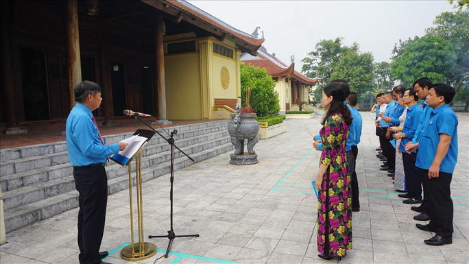 Lãnh đạo Tổng LĐLĐ Việt Nam gặp mặt 10 cán bộ Công đoàn nhận Giải thưởng Nguyễn Văn Linh lần thứ II-2020 - Ảnh 6.