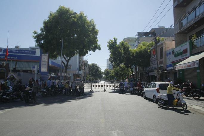 Người chạy thận lao đao trong ngày đầu Bệnh viện Đà Nẵng phong tỏa hoàn toàn - Ảnh 4.