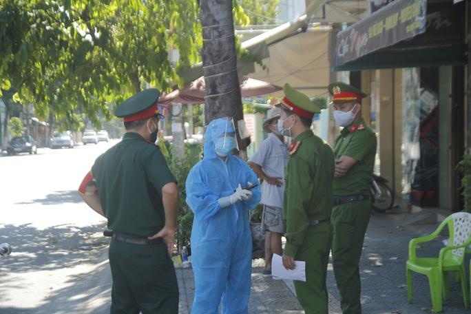 Người chạy thận lao đao trong ngày đầu Bệnh viện Đà Nẵng phong tỏa hoàn toàn - Ảnh 6.