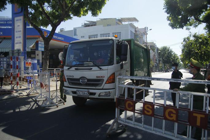 Người chạy thận lao đao trong ngày đầu Bệnh viện Đà Nẵng phong tỏa hoàn toàn - Ảnh 7.