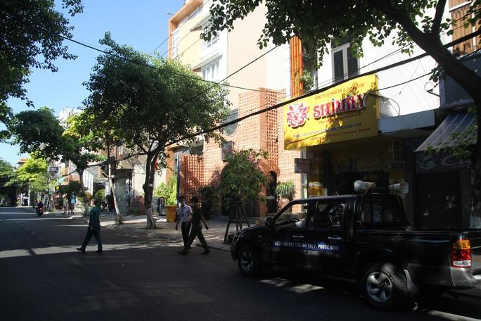 Người chạy thận lao đao trong ngày đầu Bệnh viện Đà Nẵng phong tỏa hoàn toàn - Ảnh 9.