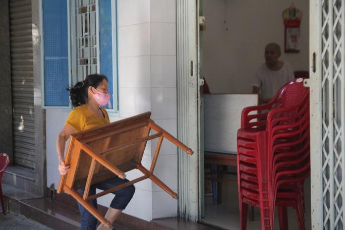Người chạy thận lao đao trong ngày đầu Bệnh viện Đà Nẵng phong tỏa hoàn toàn - Ảnh 10.