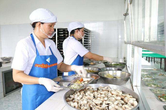Để  bữa ăn của người lao động ngon hơn, sạch hơn - Ảnh 4.