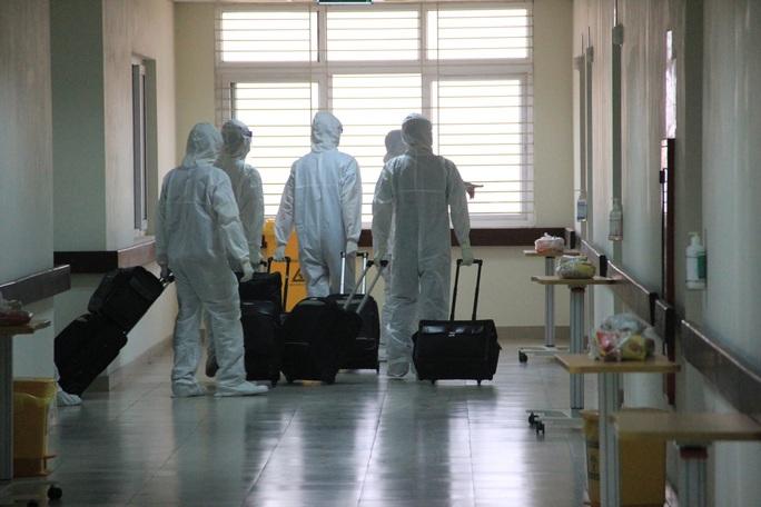 15 bệnh nhân sốt cao trên chuyến bay đón công dân từ Guinea Xích đạo về nước - Ảnh 14.
