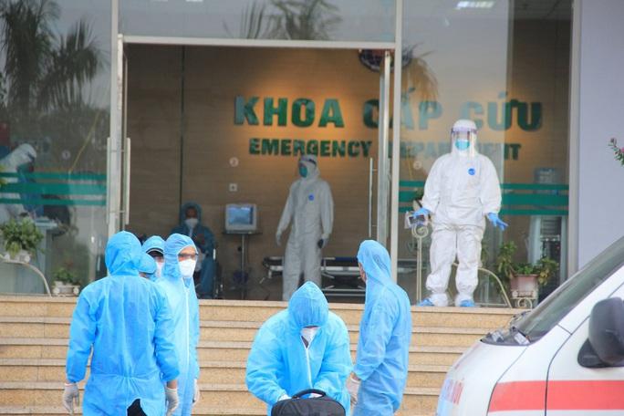 15 bệnh nhân sốt cao trên chuyến bay đón công dân từ Guinea Xích đạo về nước - Ảnh 8.