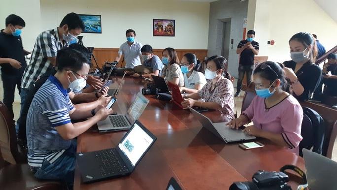 Nữ sinh viên ở Đắk Lắk mắc Covid-19 về quê bằng xe khách - Ảnh 3.
