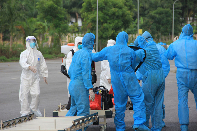 15 bệnh nhân sốt cao trên chuyến bay đón công dân từ Guinea Xích đạo về nước - Ảnh 11.