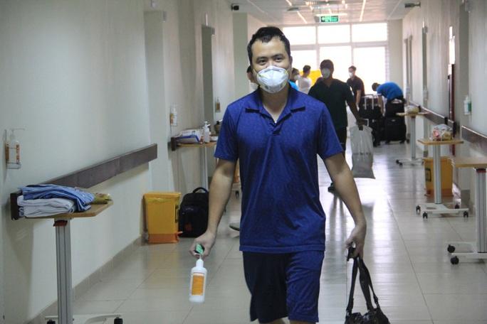 15 bệnh nhân sốt cao trên chuyến bay đón công dân từ Guinea Xích đạo về nước - Ảnh 17.