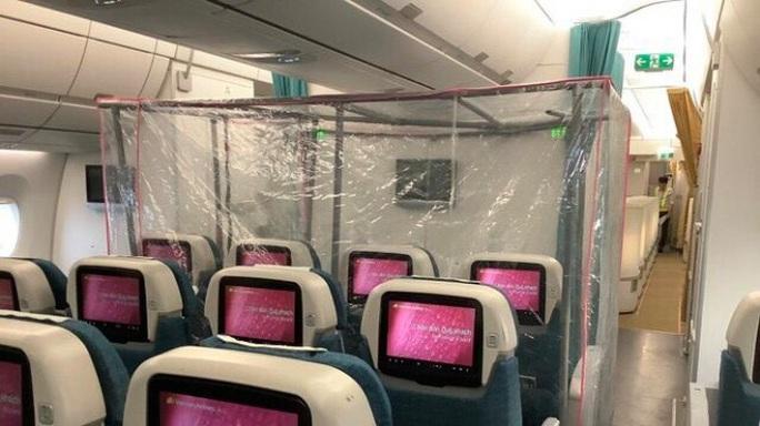 15 bệnh nhân sốt cao trên chuyến bay đón công dân từ Guinea Xích đạo về nước - Ảnh 2.