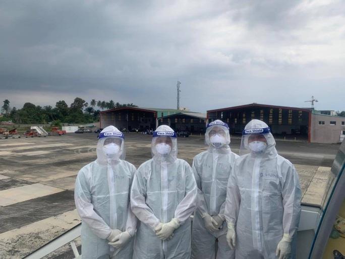 15 bệnh nhân sốt cao trên chuyến bay đón công dân từ Guinea Xích đạo về nước - Ảnh 5.