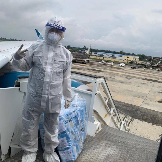 15 bệnh nhân sốt cao trên chuyến bay đón công dân từ Guinea Xích đạo về nước - Ảnh 4.