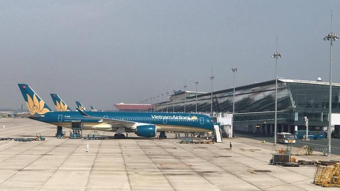 Clip: Chuyến bay đón 129 bệnh nhân Covid-19 từ Guinea Xích đạo hạ cánh an toàn - Ảnh 8.