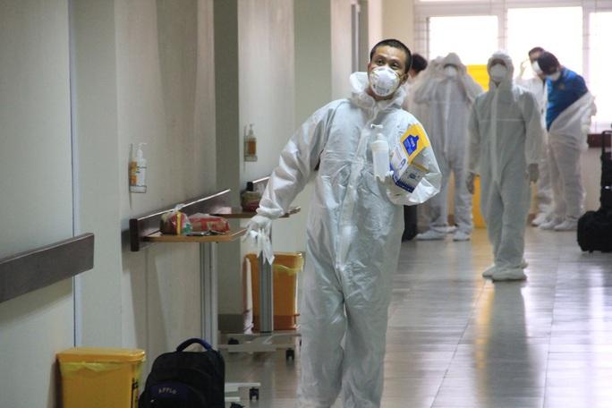 15 bệnh nhân sốt cao trên chuyến bay đón công dân từ Guinea Xích đạo về nước - Ảnh 15.