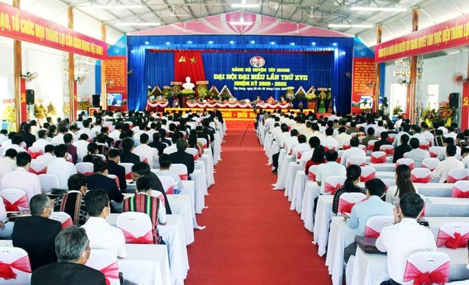 Phó bí thư Huyện ủy Tây Giang rớt ban chấp hành Đảng bộ huyện - Ảnh 1.