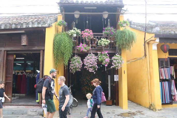 Công bố nhiều địa điểm ở Hà Nội, TP HCM, Quảng Nam và Đà Nẵng liên quan đến ca bệnh Covid-19 - Ảnh 1.