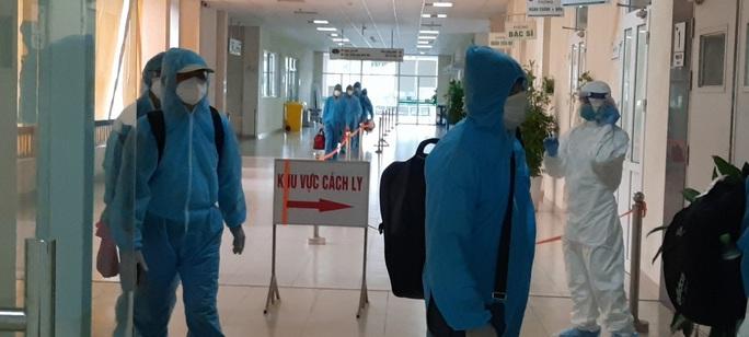 15 bệnh nhân sốt cao trên chuyến bay đón công dân từ Guinea Xích đạo về nước - Ảnh 13.