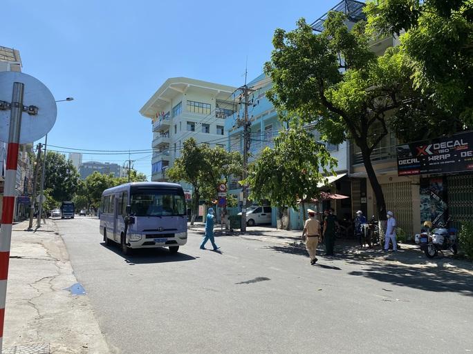 Đà Nẵng tăng cường giải tỏa người âm tính bên trong khu cách ly Bệnh viện Đà Nẵng - Ảnh 3.