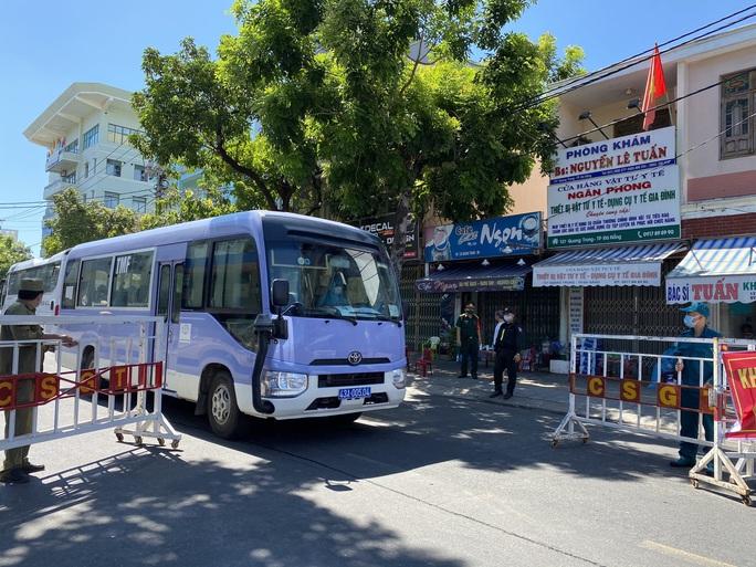 Đà Nẵng tăng cường giải tỏa người âm tính bên trong khu cách ly Bệnh viện Đà Nẵng - Ảnh 4.