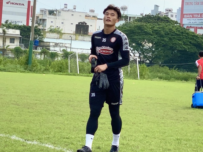 Bùi Tiến Dũng trở lại, ngoại binh Hàn Quốc bỏ dở buổi tập ở sân Phú Thọ - Ảnh 2.