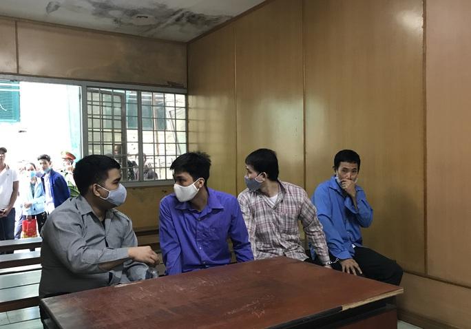 Ở Cần Thơ điều hành sản xuất thuốc bảo vệ thực vật giả tại TP HCM - Ảnh 1.
