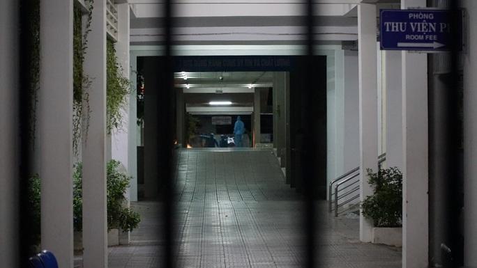 Xúc động nhật ký phong tỏa bệnh viện của Bác sĩ làm quen với cuộc sống 4 mới - Ảnh 1.
