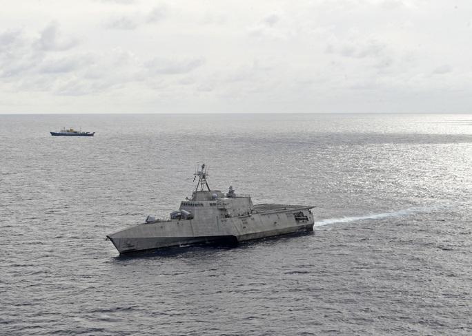 Tàu chiến Mỹ đến gần tàu Hải Dương 4 và tàu kiểm ngư Việt Nam ở biển Đông - Ảnh 2.