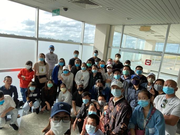 200 công dân Việt Nam từ Sri Lanka và Bangladesh về nước - Ảnh 1.