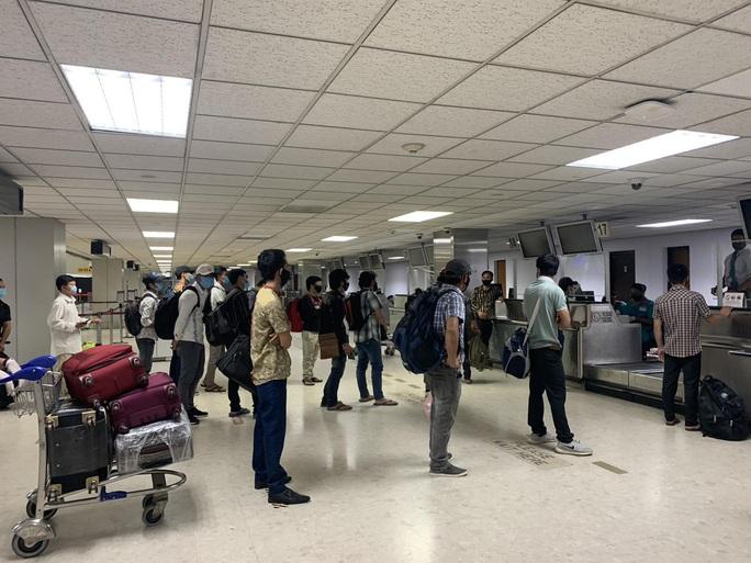 200 công dân Việt Nam từ Sri Lanka và Bangladesh về nước - Ảnh 5.